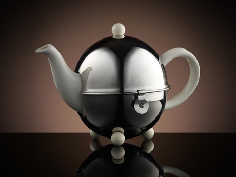 Design_Teapot_in_White_180